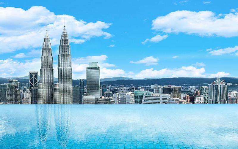 Suita de 5* cu piscina infinity pe acoperis in Kuala Lumpur – 48 euro/camera