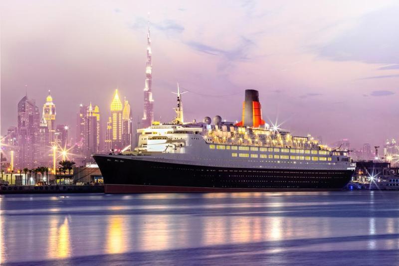 Hotel plutitor plutitor Queen Elizabeth 2 4 *, Dubai, de la doar 55 € /noapte  cu anulare gratuită!