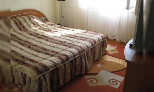 VAND URGENT apartament 3 camere decomandat, CT, confort sporit, suprafata= 70 mp locuibili (74 mp construiti), izolat (etajul lV), bloc cu acoperis.