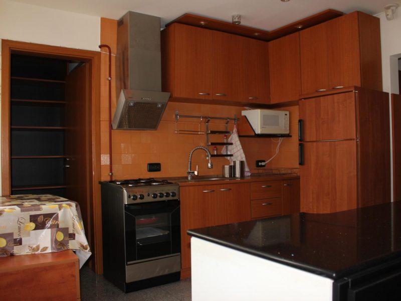 Proprietar . apartament 2 cam vila,tip duplex