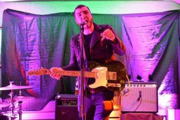 Thurles band Bright Falls to support the legendary indie pop sensations The Frank and Walters at The Source