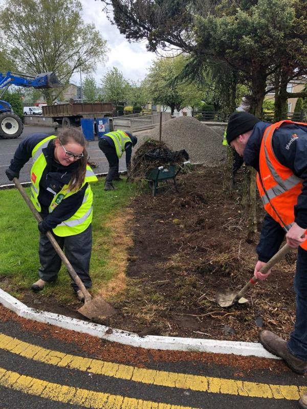 Agricultural students do a second day of volunteering in Roscrea