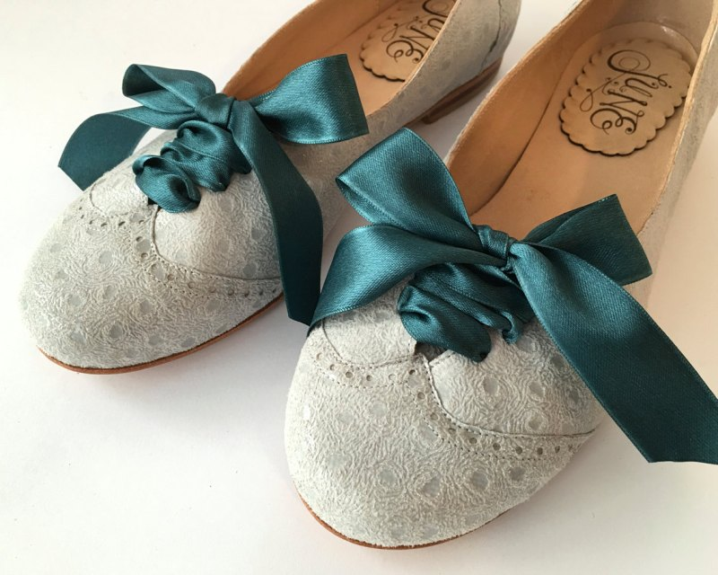 cute-oxfords-on-offbeat-bride