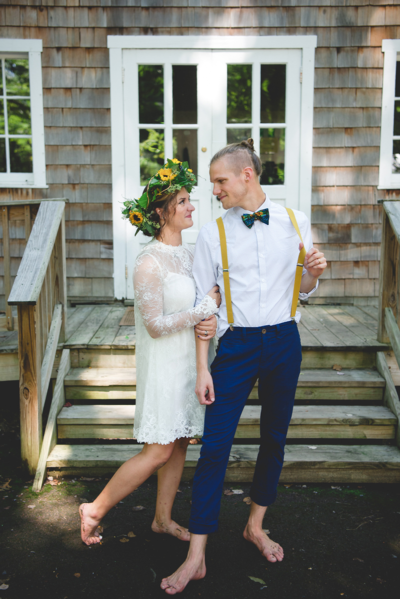 A barefoot travel-themed camp wedding