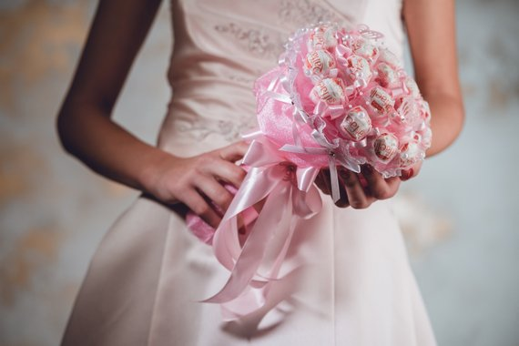 What's new in wedding bouquet alternatives? Ideas that go beyond the flower