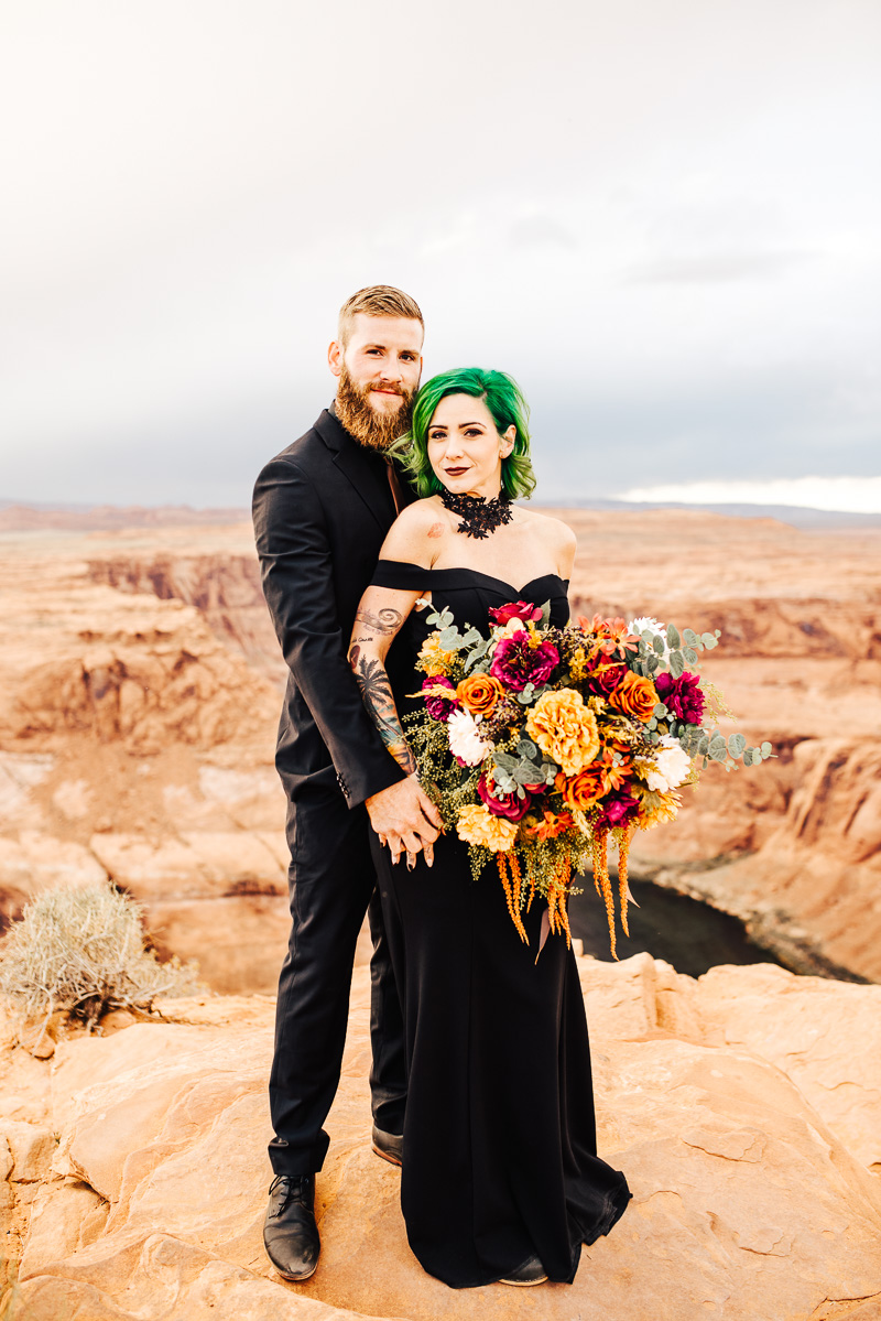 A dark & chic Horseshoe Bend elopement at the edge of the world