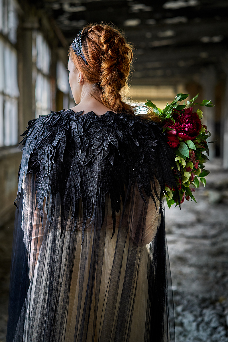 Queen in the North: a fierce and romantic wedding look with raven flair for Game of Thrones wedding