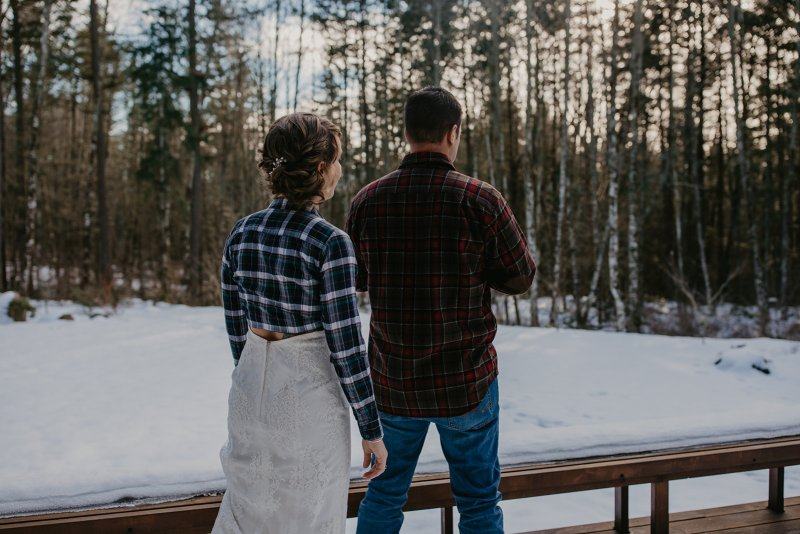 This snowy Washington elopement was planned last minute and took an even more last-minute turn due to heavy snowfall Washington had gotten. The original venue that Liz and Zack booked had to cancel due to dangerous road conditions so they searched for hours on Airbnb and found an amazing private cabin the night before the elopement.