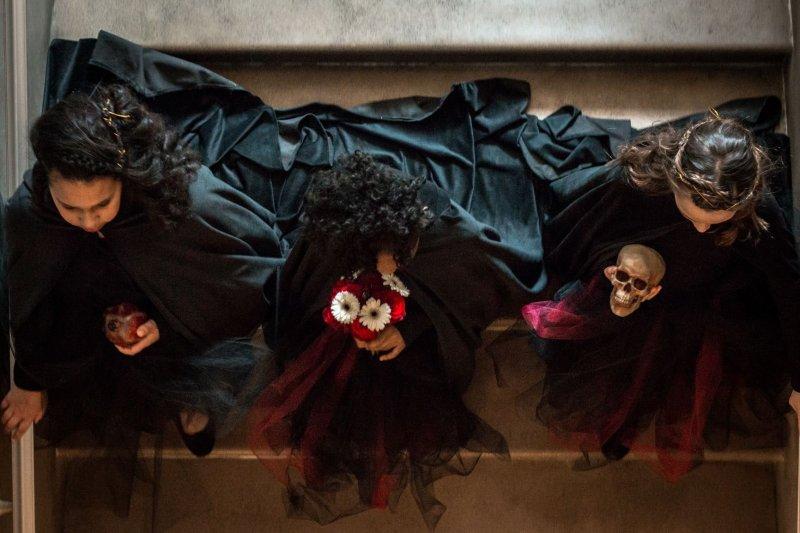 It's Hades & Persephone in this Greek myth-inspired underworld wedding inspiration