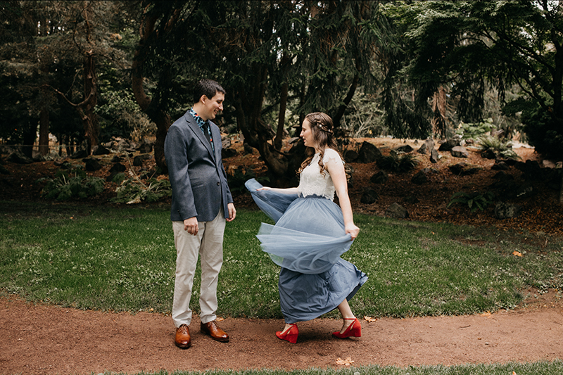 A colorful & artistic wedding at Point Defiance Rose Garden in Tacoma