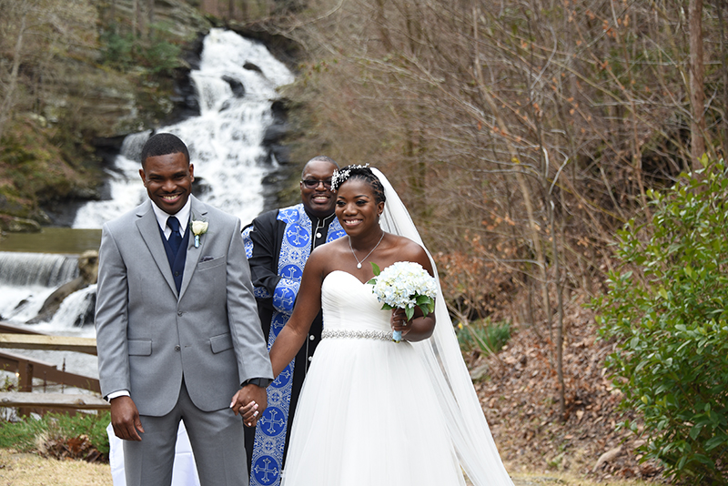 A sweet elopement with positive energy and good vibes (despite the bride not being able to see!)