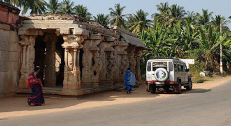 Uddana Virabhadra and Chandikeshawara Temple - Hampi Temples: Karnataka Tourism: Places to visit in Hampi