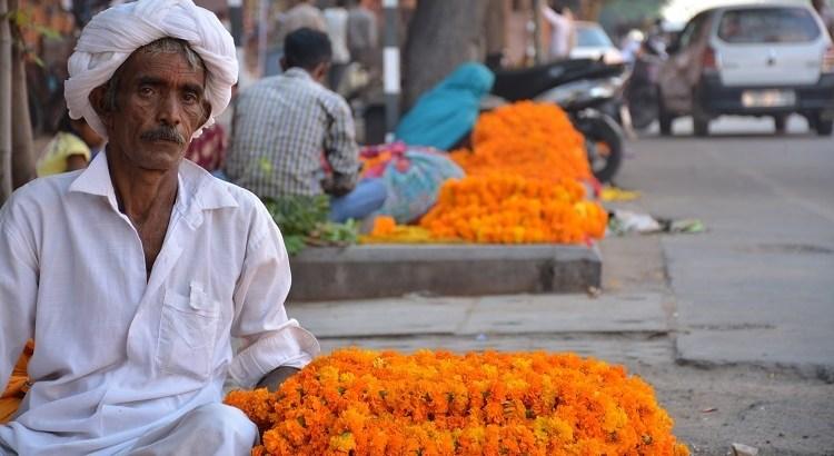 Picture of a flower seller in Johari Bazaar Jaipur