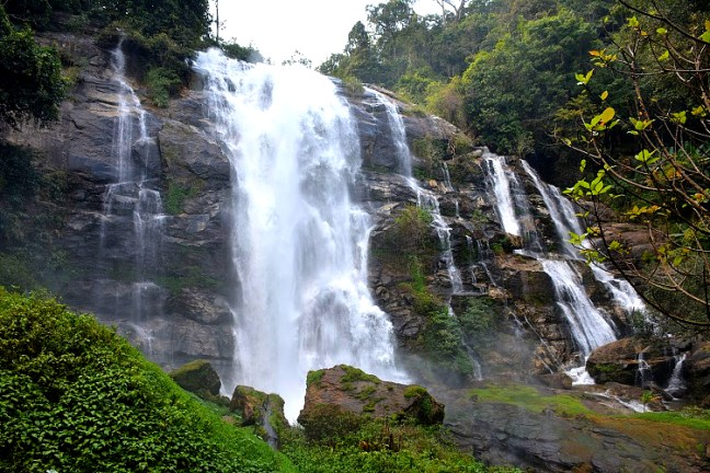 Wachirathan Waterfall at Doi Inthanon (ดอยอินทนนท์), the highest Thailand mountain peak is the best day trip from Chiang Mai – Enjoy Twin Royal chedis, Ang Ka Lunag Natural Trail, Kew Mae Pan Trail and Siriphum Waterfall and Wachirathan Waterfall, deep red rhododendron flowers - Motorbike backpacking trip across Mae Hong Son Loop, Thailand