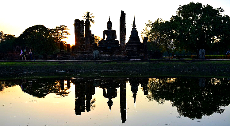A Sukhothai Historical Park (Angkor Wat of Thailand) tour blog with details for opening hours, entrance fee and how to get there -Thailand back-packing trip