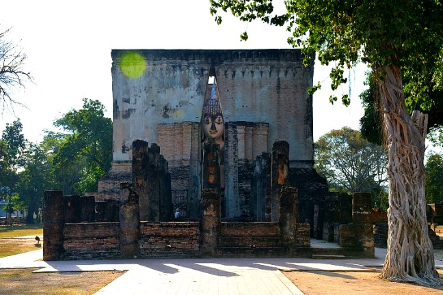 Wat Si Chum at Sukhothai Historical Park (Angkor Wat of Thailand) tour blog with details for opening hours, entrance fee and how to get there -Thailand back-packing trip