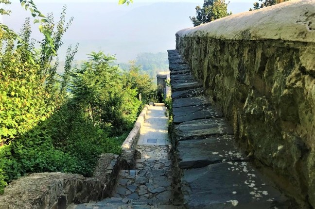 A photo blog of Pari Mahal in Srinagar, Kashmir  with its history and also serene morning pictures - one of the top places to visit in Srinagar