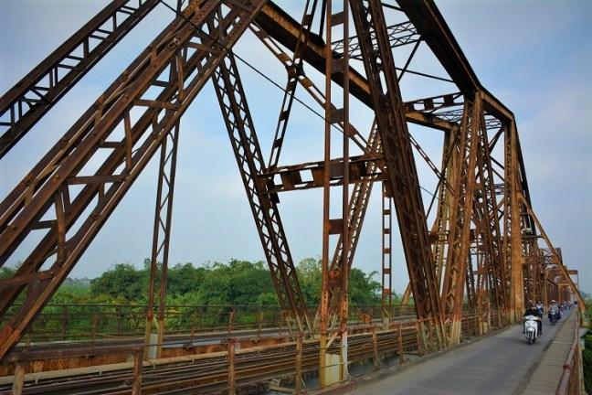 Drive across Long Bien Bridge of Hanoi - Symbol of Vietnamese Courage