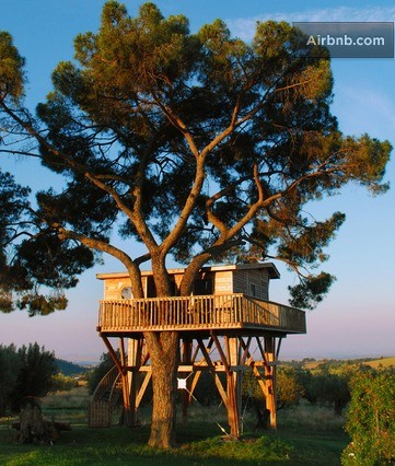 Check out the ultra-modern Italian treehouse ready for your next vacay.