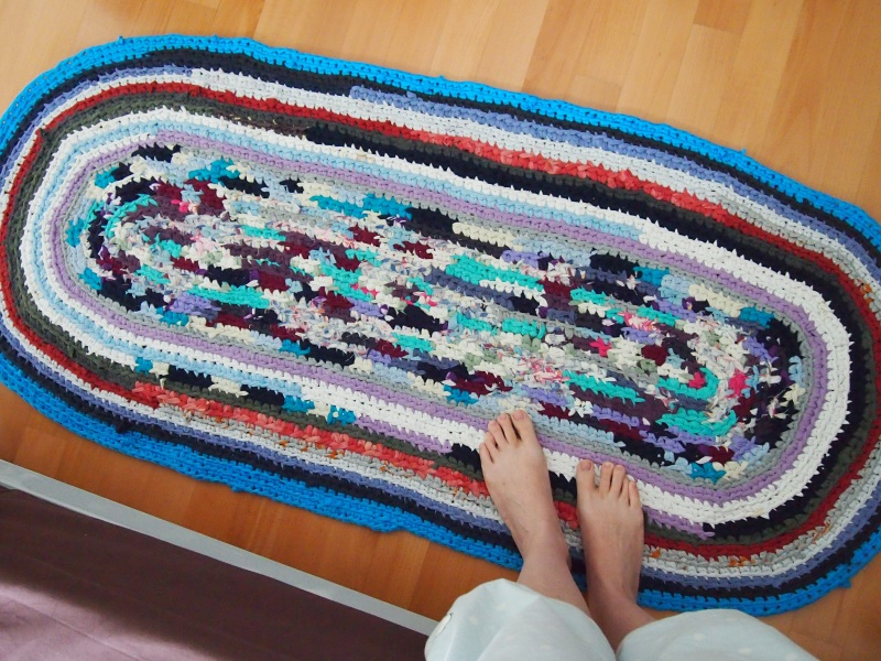 T-shirt rug for lazy crafters