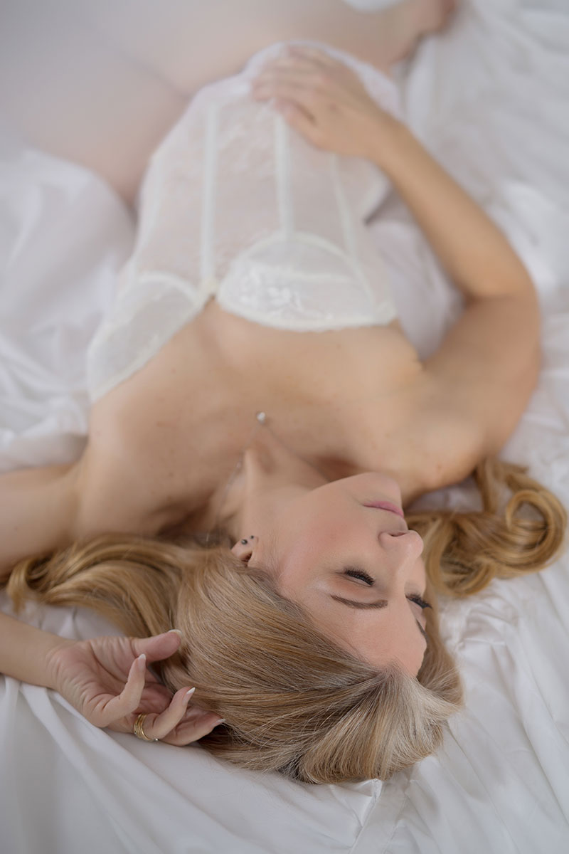 Try not to be empowered by this stunning timeless boudoir session