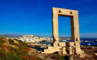 Naxos-attractions-temple-of-apollo_ALAMY-xlarge