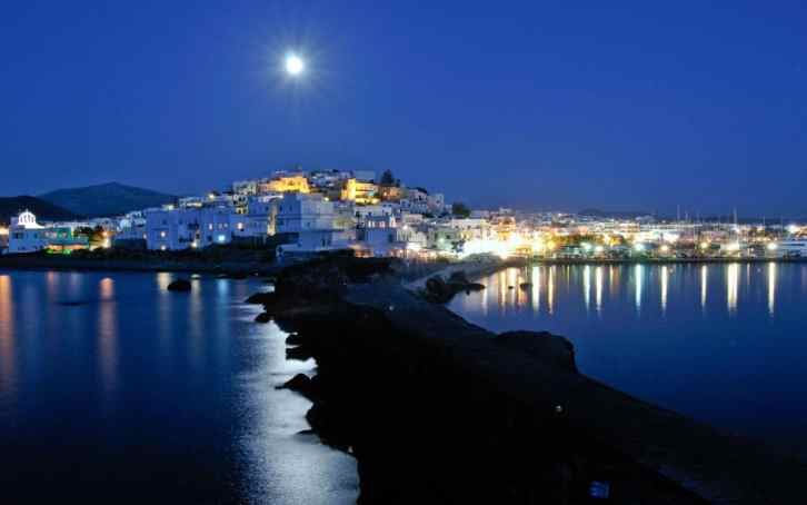 Naxos-nightlife_ALAMY-xlarge