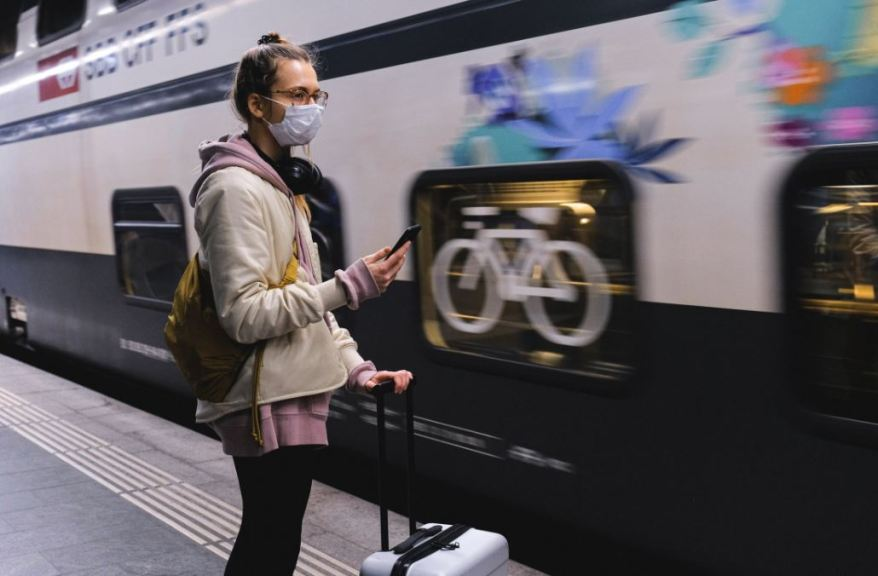 maska mesa mazikis metaforas face mask train