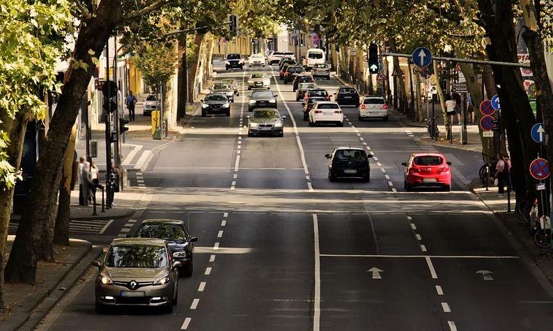 cars aytokinita kinisi traffic dromoi roads