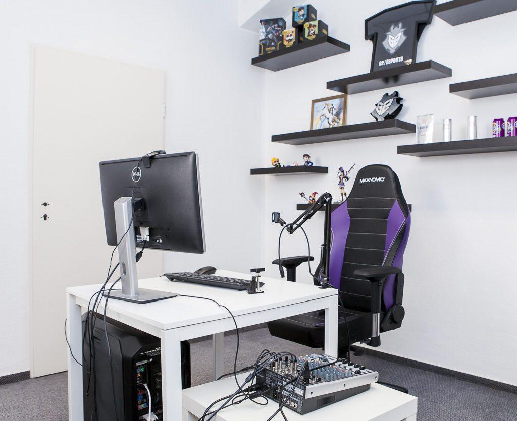 Dojo Madness officedropin 6734 1024x835 A PEEK INSIDE DOJO MADNESS BERLIN OFFICE