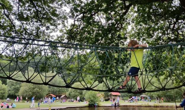 rope bridge Clara Lara - Office Mum
