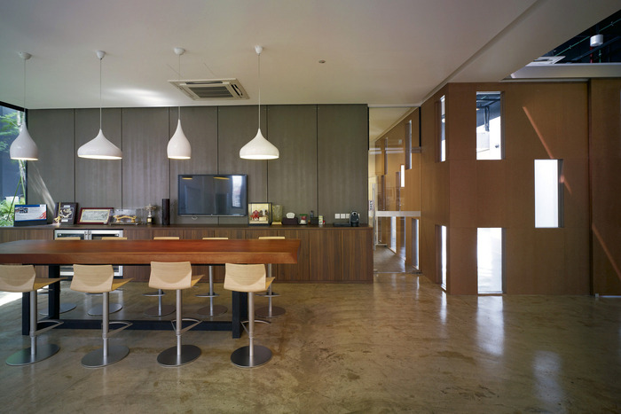 08 of 10 Executive Lounge HGmetal-CF029916