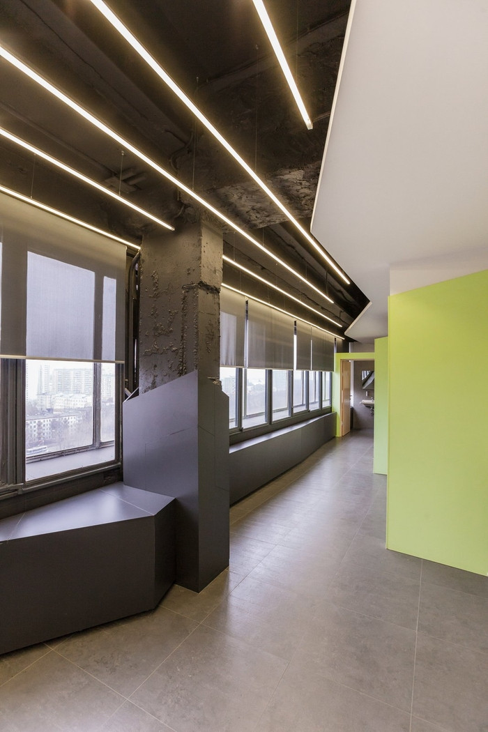 red-square-office-design-7