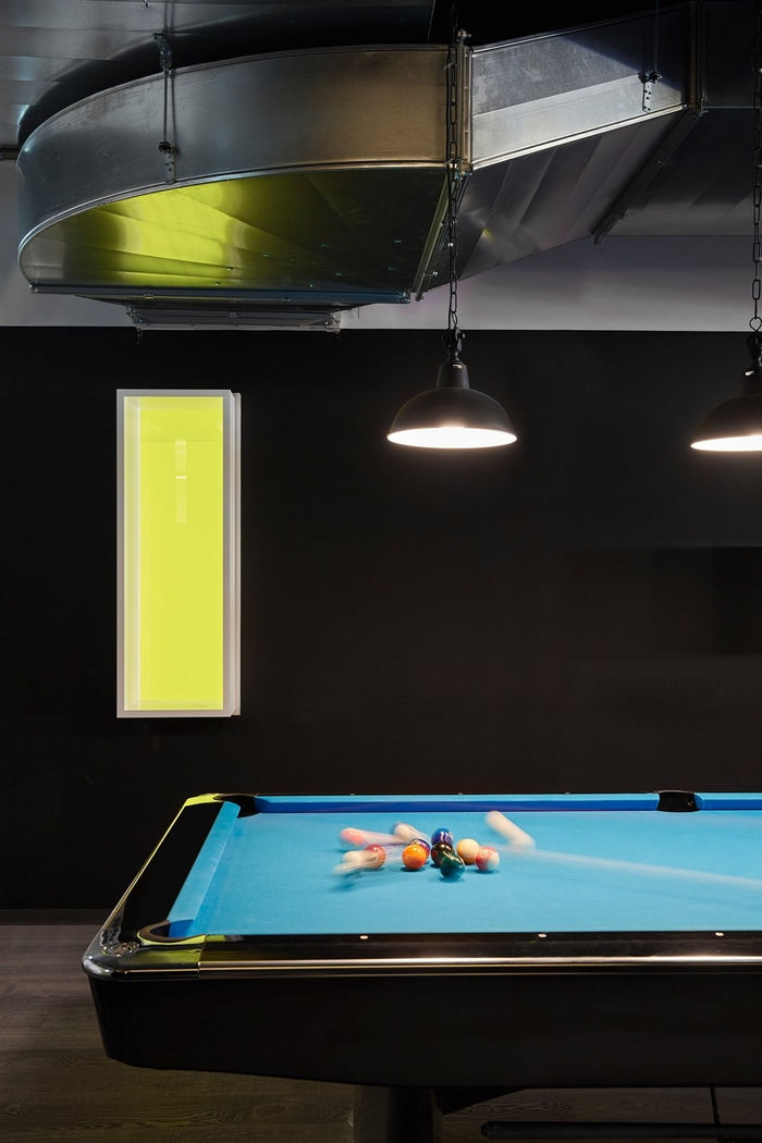 4_Zalando_Food Court_billiard