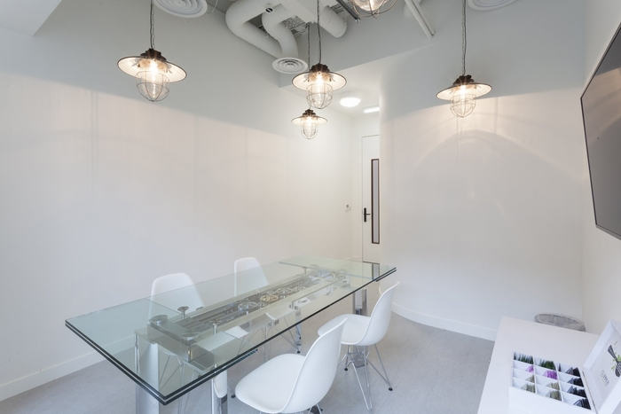 office-space-in-town-monument-office-design-4