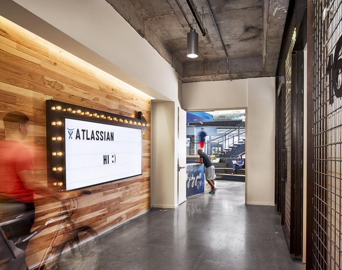 Atlassian_CaseyDunn_elevator lobby
