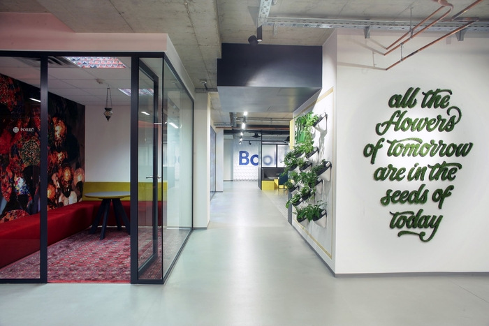 bookingcom-office-design-4