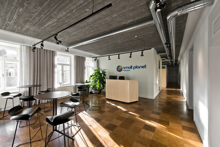 small-planet-airlines-office-design-1