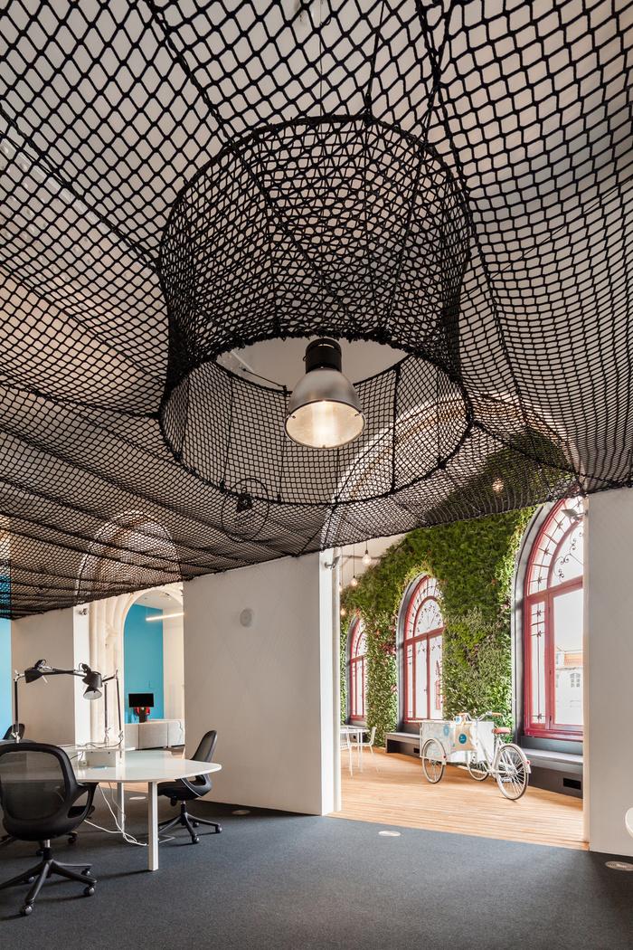 Uniplaces Headquarters / Paralelo Zero / Lisboa, Portugal / 2016