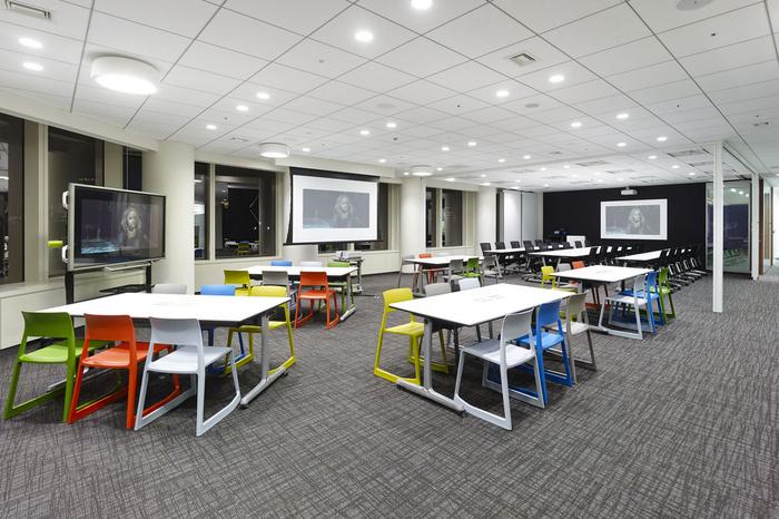 nbc-universal-office-design-7