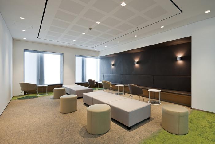 health-insurance-office-design-1
