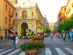 shopping-in-sorrento-italy-piazza-tasso