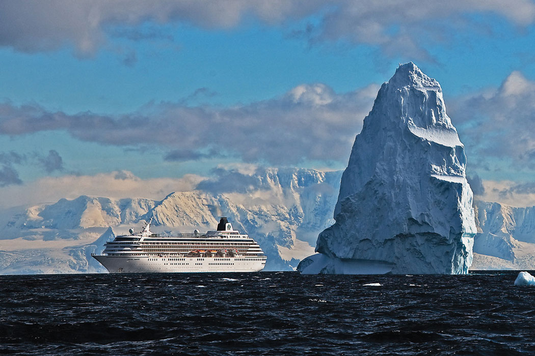 Crystal Serenity first cruise ship to enter Northwest Passage