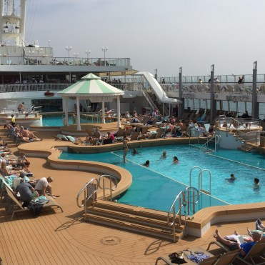 Norwegian cruises jade main pool
