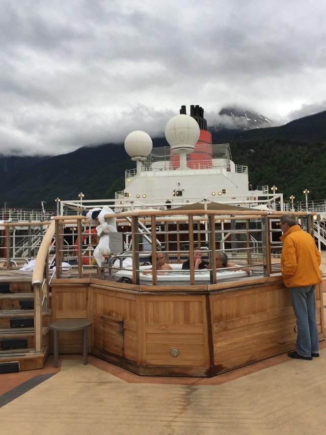 Cunard Queen Elizabeth hot tub