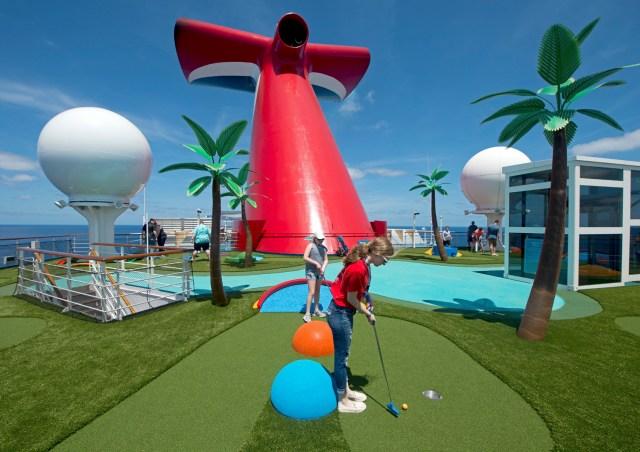 Carnival Cruises Sunrise mini golf