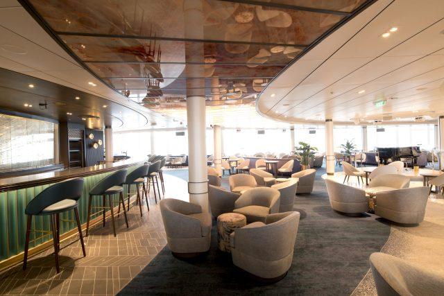 p and o cruise ship atrium