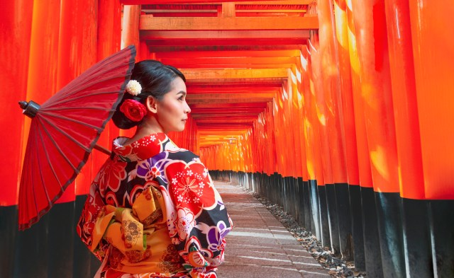 Women In Traditional Japanese Kimonos Walking At Fushimi Inari Shrine World Dream cruise