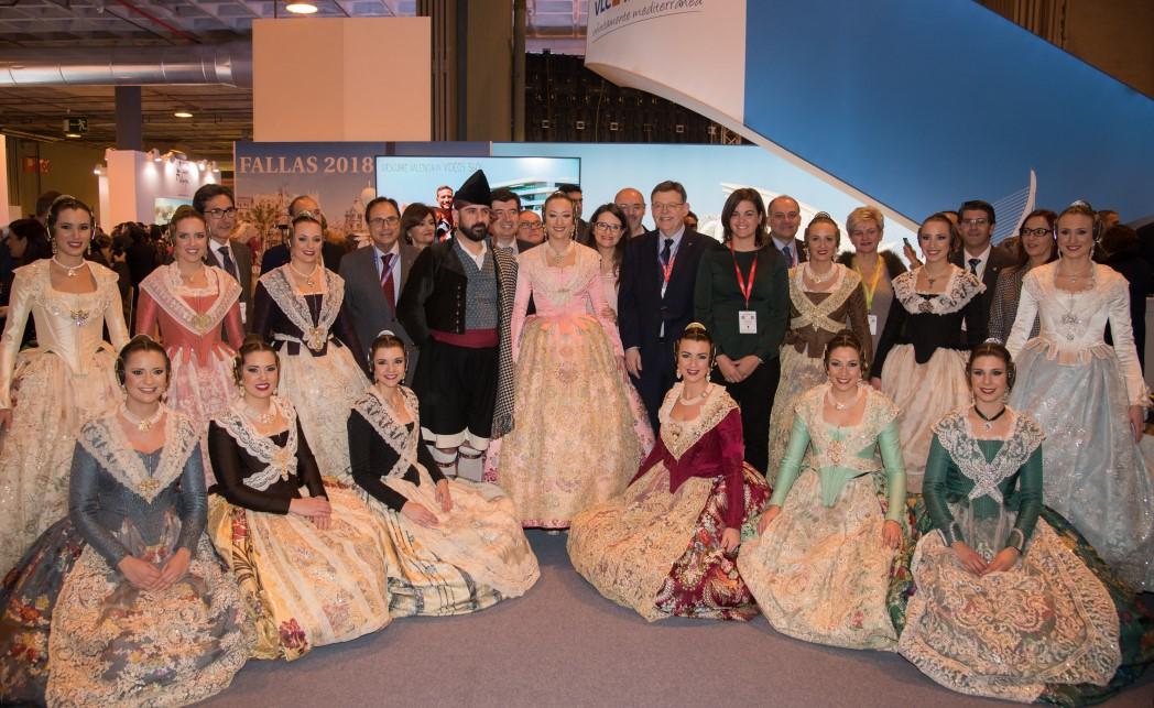 VÍDEO| Once Falleras Mayores de València desfilan como 'Reinas de la Seda' para promocionar las Fallas en #Fitur2018