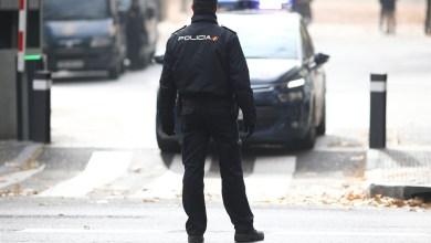 La Policía salva a una mujer que quedó atrapada en el incendio de su casa en Patraix
